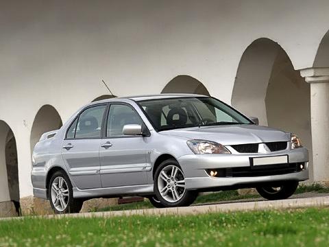Mitsubishi lancer. Обновлённый Mitsubishi Lancer получил бампера встиле американской версии истал выглядеть немного крупнее, чем раньше.