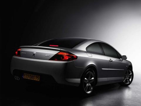 Peugeot 407. Унового купе набазе Peugeot 407нет шильдика Pininfarina, как уего предшественника, 406coupe. Нохороший дизайн, вродебы, наместе.