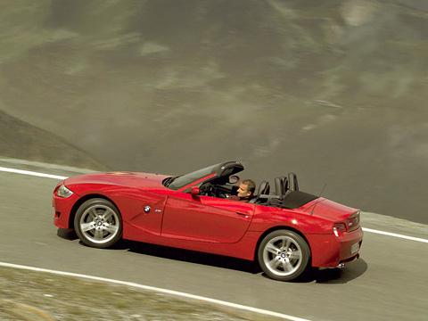 Bmw z4 m. Что можно ожидать отавтомобиля, укоторого вкрови дух легендарного BMW M3? Лидирующие позиции всвоём классе, как минимум.