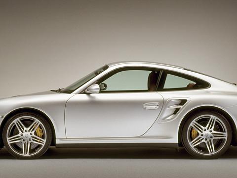Porsche 911. Новый Porsche 911 turbo стал самым мощным и быстрым заднемоторным автомобилем компании.
