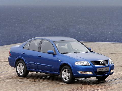 Nissan almera. Еслибы неэмблема Nissan нарешётке радиатора, тоспервого взгляда сложно догадаться, какой автомобильный концерн произвёл насвет этот автомобиль.