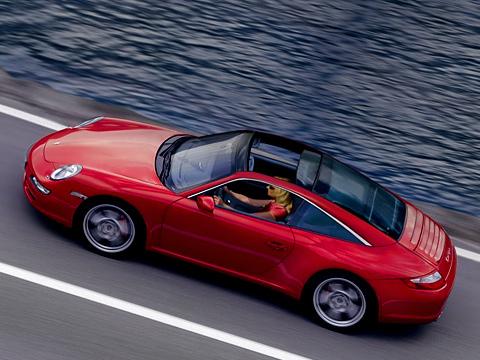 Porsche 911. Некоторые покупатели 911Targa предыдущего поколения мотивировали свой выбор тем, что «удобно класть назаднее сиденье продукты изсупермаркета».