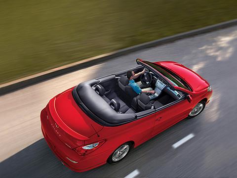Toyota solara. 3,3-литровый бензиновый V6вобличии массивного кузова— универсальный рецепт удачного кабриолета или купе.