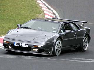 Lotus esprit. Не подумайте, что Lotus решила целиком и полностью вернуться к 1980-м: это всего лишь кузов старого Esprit, надетый на новое шасси.