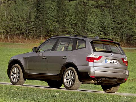 Bmw x3. Если выхотите, чтобы соседи подороге узнали ваш обновлённый BMW X3, старайтесь держать ихвзеркале заднего вида: изменённая задняя оптика— одна изсамых заметных деталей рестайлинга.