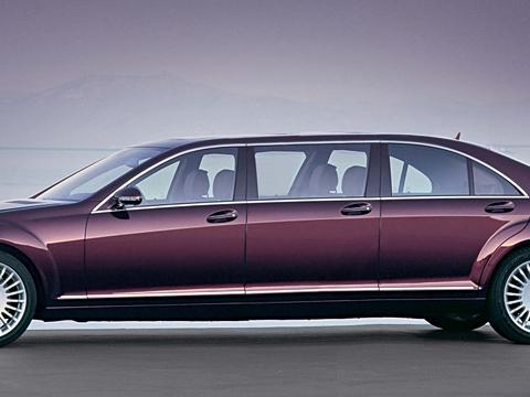 Mercedes s. Натаком Mercedes можно смело транспортировать целую компанию важных персон. Правда, сдинамикой 3,5-литрового двигателя.