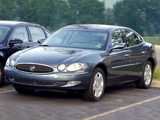 Buick lacrosse super. Под спорной внешностью неуклюжий Buick скрывает монументальный V8.