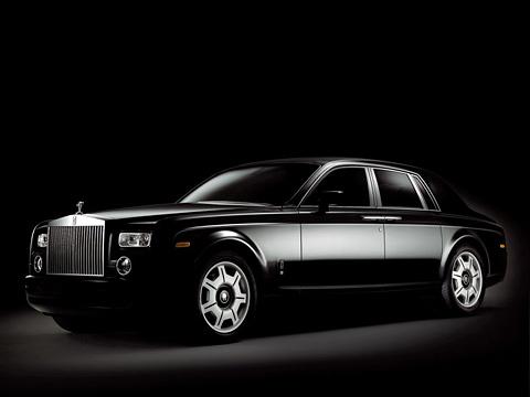 Rollsroyce phantom. Все Rolls-Royce Phantom Black будут покрашены вчёрный цвет. Попробуйте-ка найти этот автомобиль втёмном-тёмном гараже.