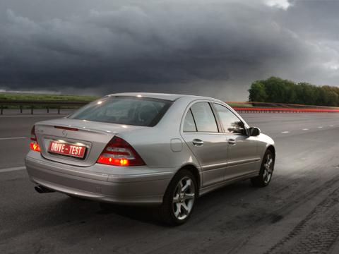 Mercedes c. Недаром Mercedes C-class считается одним изэталонов машин среднего класса. Ему действительно есть чем похвастаться.