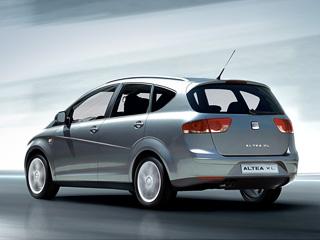 Seat altea. Отличие версии XLотобычной Altea заключается визменённой линии наклона крыши идизайне задней стойки. Также Altea XLполучила новые задние фонари изадний бампер иной конструкции.