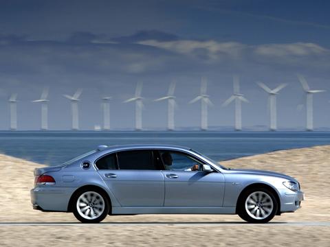 Bmw 7,Bmw 7 hydrogen. BMW Hydrogen7— отличный пример сочетания отменных экологических характеристик, ходовых качеств ипрактичности. Вопрос лишь один— сколько будет стоить такая машина?