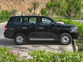 Toyota land cruiser. Новый Land Cruiser немного прибавил в размерах и теперь смотрится намного дороже своего предшественника.