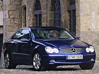 Mercedes clk. Вопреки числу 200вназвании, под капотом модификации Mercedes CLK200Kompressor располагается мотор объёмом 1,8литра.