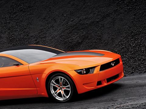Ford mustang,Ford concept,Ford mustang giugiaro. Мастерам изстудии Giugiaro удалось сделать издеревенского парня настоящего городского стилягу.