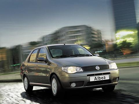 Fiat albea. Интересно, какие приключения ждут итальянца Fiat Albea вРоссии? Примутли его покупатели, как онсправится снашими дорогами?