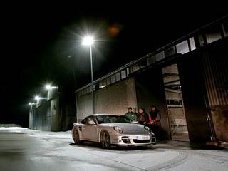 Porsche 911. Теперь ездить быстро ибезопасно наPorsche911 Turbo можно будет нетолько днём, ноиночью.