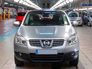 Nissan qashqai. Систему полного привода можно заказать только как опцию, авбазовом исполнении придётся довольствоваться передним приводом.