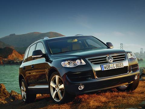 Volkswagen touareg. Обновлённый Volkswagen Touareg стал ещё роскошнее иещё способнее. И,разумеется, дороже.