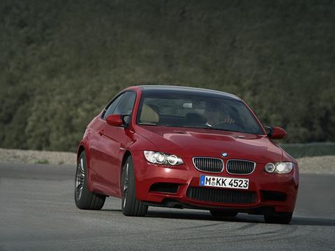 Bmw m3. Хотя общее сходство с BMW 3-series Coupe имеется, но практически все кузовные панели у M3 уникальны.