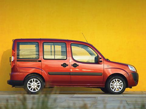 Fiat doblo. Внешность Fiat Doblo Panorama ничуть нехуже инелучше, чем утаких конкурентов, как Citroen Berlingo, Peugeot Partner иRenault Kangoo.