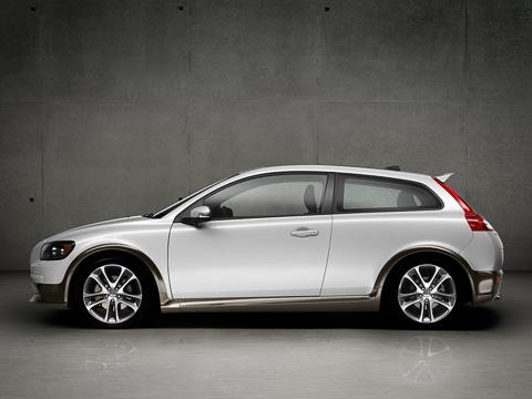 Volvo c30. VolvoC30— однозначный хит сезона. Нораз ужсоплатформенные S40 иV50подвергли рестайлингу, тоиего решили обновить.