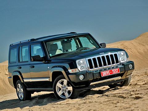 Jeep commander. Jeep Commander построен натойже платформе, что иGrand Cherokee. Даже колёсная база уних одинаковая. Отличия— втретьем ряде сидений и,конечноже, вовнешнем виде.