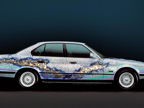 Bmw art cars. Холстом для работы Матадзо Каямы (Matazo Kayama) послужил серийный BMW 535i. Тема: «Снег, луна ицветущая вишня».