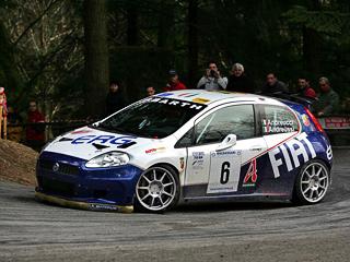 Fiat grande pubto,Fiat grande punto brutale. Раллийный Fiat Grande PuntoS2000 весьма успешно выступает вчемпионате Европы. Адорожная версия будет покорятьавтобаны.
