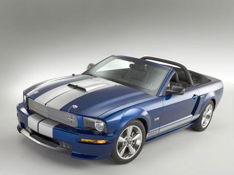 Ford shelby gt cabriolet. Узнать ShelbyGT можно, прежде всего, порешётке радиатора. Нуипополоскам, конечноже.