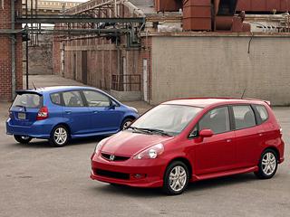 Honda jazz. Honda Jazz вданный момент собирается впяти странах нашести заводах, что позволяет ежегодно отгружать клиентам по400тысяч автомобилей.