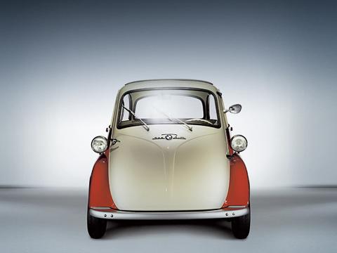 Bmw isetta. BMW— это дорогие имощные драйверские машины? Какбы нетак— Isetta была дешёвой, дохлой игодилась лишь для неспешных поездок.
