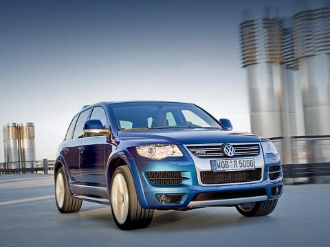 Volkswagen touareg,Volkswagen touareg r50. ВГермании автомобиль появится уже вноябре. Его стартовая цена составит 88260евро. Нетак ужимного за850Нмкрутящего момента, неправдали?