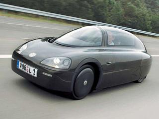 Volkswagen 1-litre car. Опыт постройки добезобразия экономичных машин уVWимеется. Например, в2002году онпредставил миру концепт 1-Litre Car.
