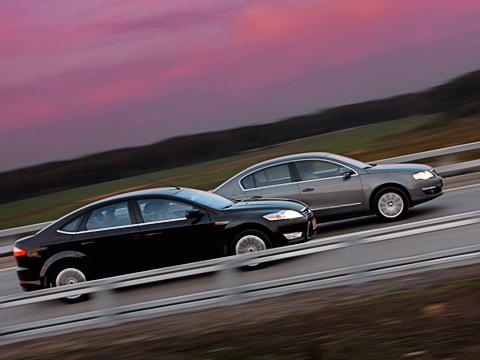 Ford mondeo,Volkswagen passat. Ford Mondeo иVolkswagen Passat— заклятые конкуренты напротяжении многих лет. Назревает очередной иочень интересный раунд ихборьбы.