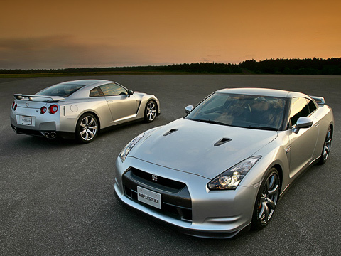 Nissan gt-r. Адля тех, кому 473«лошадок» покажется мало, Nissan готовит сюрприз. Как ожидается, в2009году дебютирует модификация V-Spec. Видимо, это как раз ибудет версия с530-сильным мотором, окоторой сейчас ходят слухи.