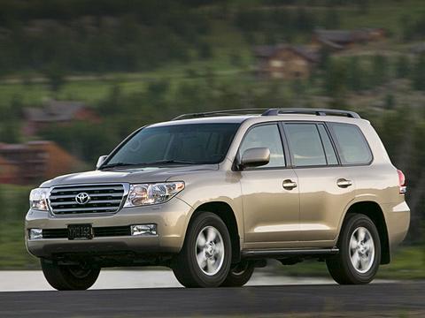 Toyota land cruiser. Холёный Land Cruiser, как ираньше, будет привлекать покупателей высоким уровнем комфорта, хорошими внедорожными качествами и,конечноже, статусом.