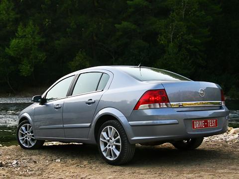 Opel astra. Знакомьтесь— Opel Astra Sedan. Скоро такие автомобили будут частенько попадаться нанаших дорогах— российские продажи уже стартовали.