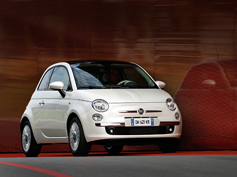 Fiat 500. Fiat 500— наиболее удачная извсех предпринятых попыток производителей поиграть сретро ивоскресить канувших влету легенд автопрома. Заслуженный автомобиль года.