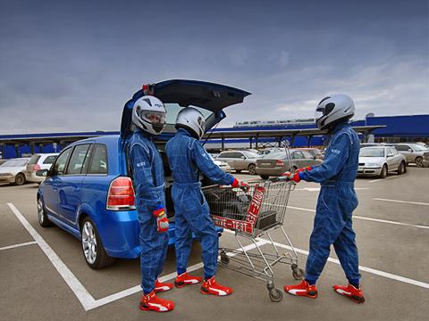 Opel zafira opc. Гран-при пошоппингу— почемубы инет? ZafiraOPC способна перемещаться между магазинами сумопомрачительной скоростью.