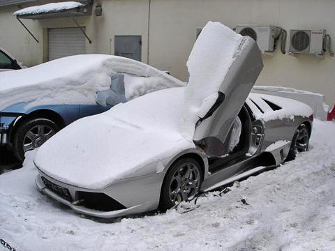 В Москве у инспектора ДПС угнали Porsche Carrera GT