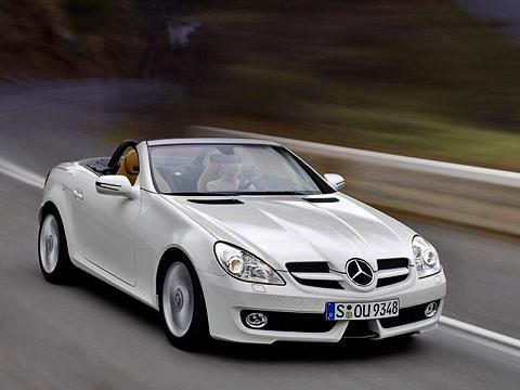 Mercedes slk. Самая броская деталь «мордашки» обновлённого SLK— передний бампер, который своей формой намекает наболиды McLaren-Mercedes Формулы-1.