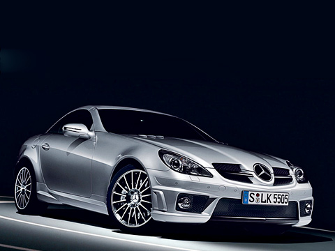 Mercedes slk,Mercedes slk amg. Характерные знаки отличия MercedesSLK55AMG— новый бампер итонированные фары. Аувидеть разницу между обычным Мерсом сAMG-пакетом проще простого— достаточно взглянуть натормоза.