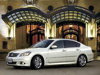 Nissan fuga. Особенных внешних отличий отамериканской версии Infiniti Mудоморощенного Nissan Fuga нет.