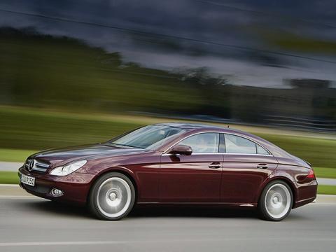 Mercedes cls,Mercedes cls amg. Споявлением «280-го» число модификацийCLS расширилось допяти. Продажи стартуют весной 2008года, авот дизеля вРоссии мыврядли дождёмся вобозримом будущем.