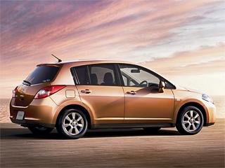 Nissan tiida. Обновлённые хетч Tiida иседан Tiida Latio натерритории Японии начали продавать 28января.