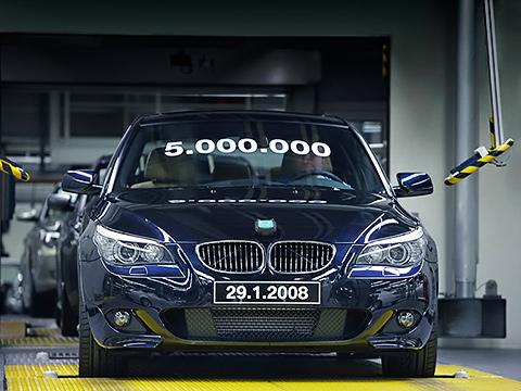 Bmw 5,Bmw m5. Юбилейной, пятимиллионной BMW 5-й серии, сошедшей сконвейера крупнейшего завода компании вДингольфинге, стала турбодизельная530d.