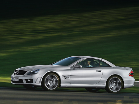Mercedes sl amg,Mercedes sl. Несмотря наотсутствие модного «робота», SL65AMG легко даст фору «шестьдесят третьему»— даже с«автоматом» оннабирает «сотню» за4,2секунды, асоснятым «ошейником» запросто загонит стрелку спидометра за300.