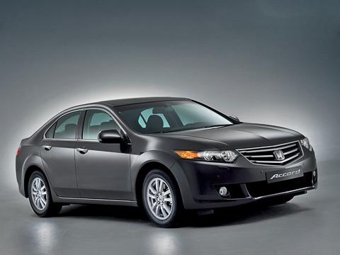 Honda accord. Выпускающийся ныне Аккорд дебютировал в2003году иблагодаря отточенной управляемости, динамике, качеству идизайну намногих рынках стал бестселлером среди аналогов. Надеемся, что восьмой Accord повторит подвиги своего предшественника.