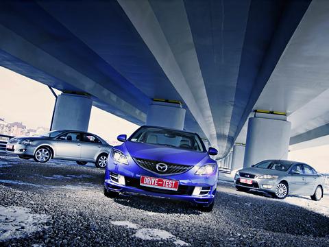 Ford mondeo,Mazda 6,Toyota avensis. Mazda6 в ярко-синем цвете — выскочка. Но достаточно ли её амбиций, чтобы стать бестселлером в классе? Экзаменаторами стали новый Ford Mondeo и нынешний лидер — Toyota Avensis.
