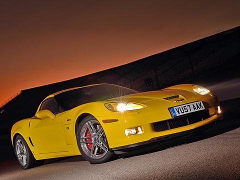 Chevrolet corvette,Chevrolet corvette z06. Лишь посмотрев втехпаспортZ06, можно понять, что онобновлён. Внешне— никаких изменений. Впрочем, машина нетак ужистара.